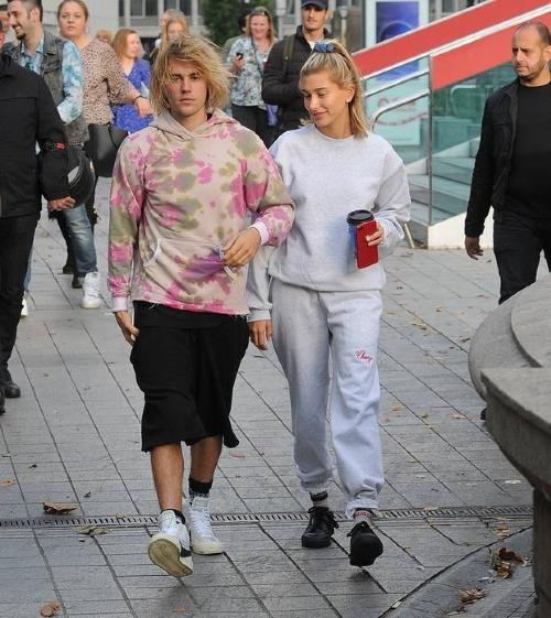 Bước ngoặt lớn trong cuộc đời Justin trong năm 2018 chính là việc vội vã đính hôn và tiến tớihôn nhâncùng Hailey. Sau vụ đính hôn ồn ào hồi tháng 7,cặp đôi đã âm thầm tới Tòa án New York làm thủ tục ngày 13/9, bất chấp sự ngăn cản của ekip quản lý Justin.