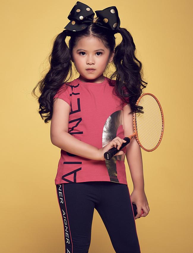 <p> Kathy có thể biến hóa trong nhiều concept chụp ảnh từ nhí nhảnh kiểu trẻ con đến hip hop sành điệu hay ngọt ngào.</p>