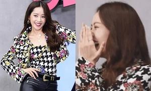 Chi Pu ngượng ngùng khi được mỹ nam nhà SM nói 'anh yêu em'