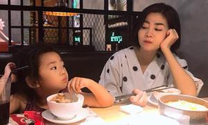 Mai Phương dẫn con gái đi ăn sau gần 2 tháng xuất viện