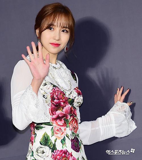 Visual của Mina được khen ngợi rất nhiều trong đợt comeback mới. Nữ ca sĩ hợp với kiểu tóc mái thưa.