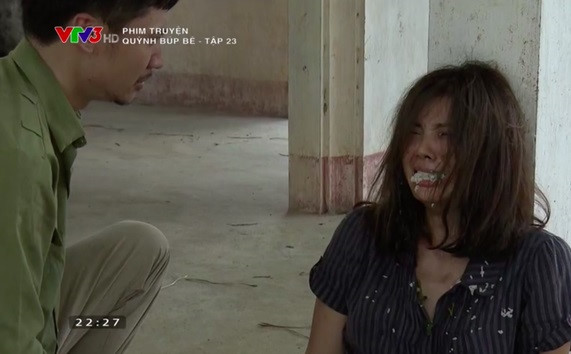 Miệng Thanh Hương sưng rộp sau cảnh bị anh trai nhét cơm nóng vào miệng.