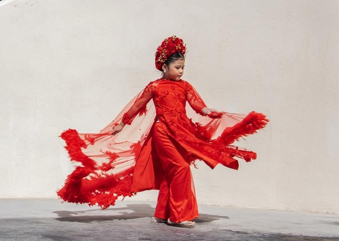<p> Kathy Tan Her Lin khoe vẻ xinh xắn, chuyên nghiệp trong trang phục áo dài Việt Nam - bộ cánh cô bé từng diện trong đêm chung kết Hoa hậu nhí Thế giới.</p>