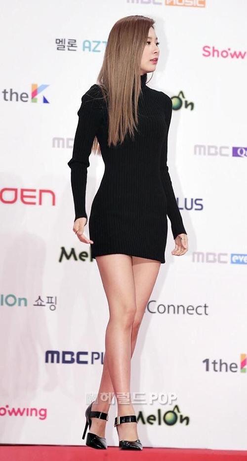 7 nữ idol có đôi chân đẹp, gây tranh cãi vì những hình thể siêu gầy - page 2