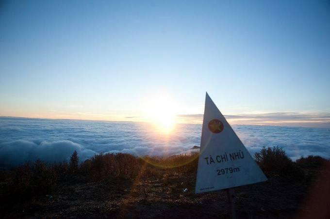 """<p> Trekking những ngọn núi cao nhất Việt Nam luôn là giấc mơ của hầu hết dân ham xê dịch. """"Nóc nhà Đông Dương"""" Fansipan, Putaleng hay Ki Quan San (Núi Muối) vốn đã là những địa điểm nằm lòng của người yêu du lịch. Gần đây, một địa danh khác tiếp tục gây sốt trở lại với giới trẻ là đỉnh Tà Chì Nhù - đỉnh núi cao thứ 7 ở Việt Nam.</p>"""