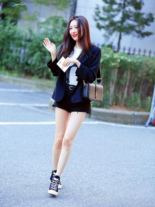 Lisa, Sun Mi gây tranh cãi khi vào top idol có đôi chân đẹp - 3