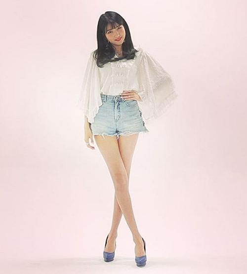 Lisa, Sun Mi gây tranh cãi khi vào top idol có đôi chân đẹp - 8