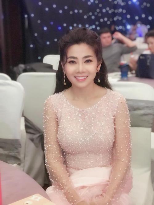 Mai Phương trong hậu trường show diễn.