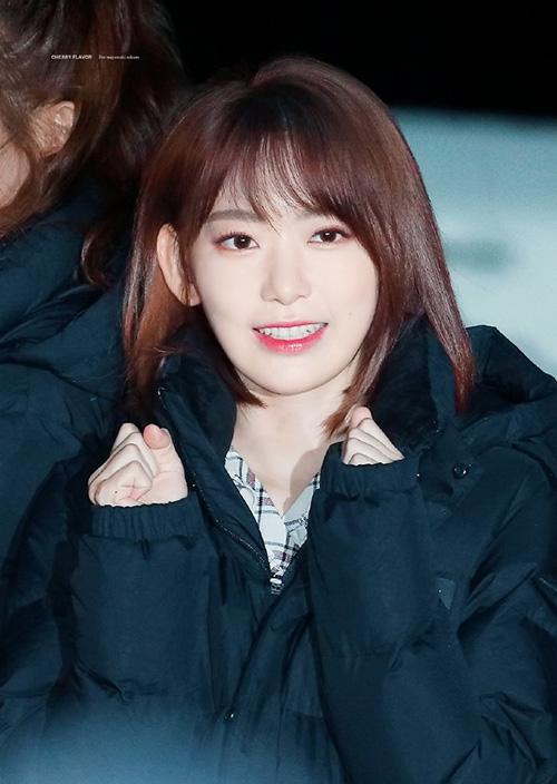 Sakura liên tục nhận lời khen về nhan sắc và khí chất trên sân khấu. Thành viên người Nhật rất hợp với Kpop.