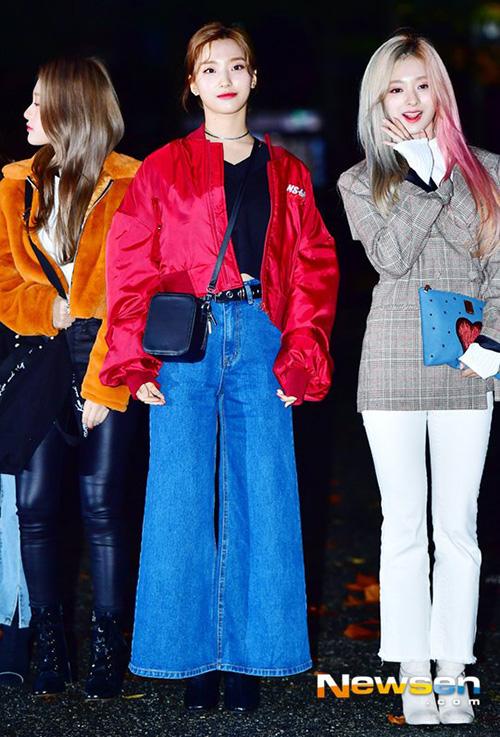 Fromis_9 cũng là nhóm nhạc xuất thân từ show thực tế tuyển chọn Idol School.