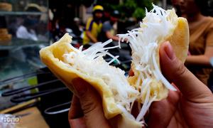 Ghé khu 'Bách - Kinh - Xây' thưởng thức bánh bò dừa trứ danh