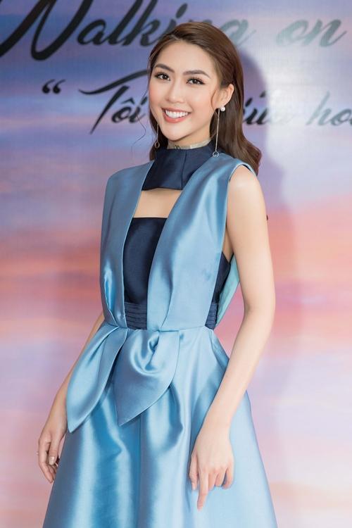 Tham dự sự kiện còn có Hoa hậu Tường Linh. Cô đang rộn chuẩn bị cho cuộc thi Hoa hậu Bản sắc Việt toàn cầu 2018.