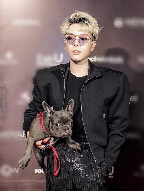 Cô nàng cưng cún đến độ khi Đức Phúc chê chú chó mới mua về rất hôi, Hòa Minzy lập tức phản ứng gay gắt, thậm chí một thời gian cặp chị em thân thiết còn bị nghi tình cảm sứt mẻ.