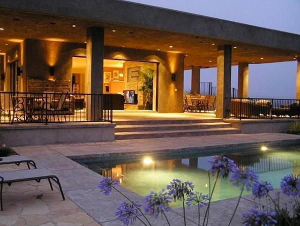 Căn biệt thự gồm 4 phòng ngủ, 3 phòng tắm nằm trên diện tích hơn 44.000 m2.