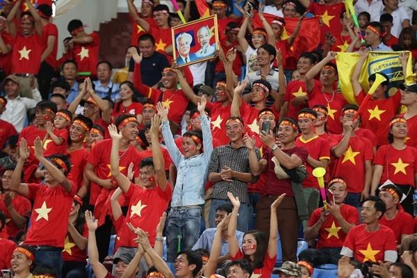 CĐV Việt Nam cuồng nhiệt trên khán đài. Ảnh:VnExpress