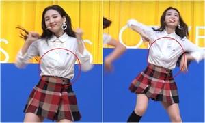 Tzuyu lộ quần bảo vệ, Na Yeon (Twice) tụt áo ngực trên sân khấu