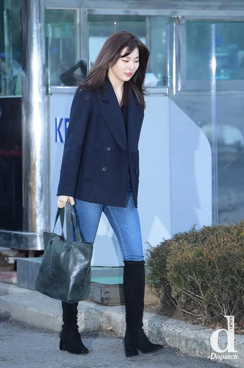 Kiểu giày được sao Hàn mê nhất mùa đông, diện từ sân bay lên sân khấu - 7