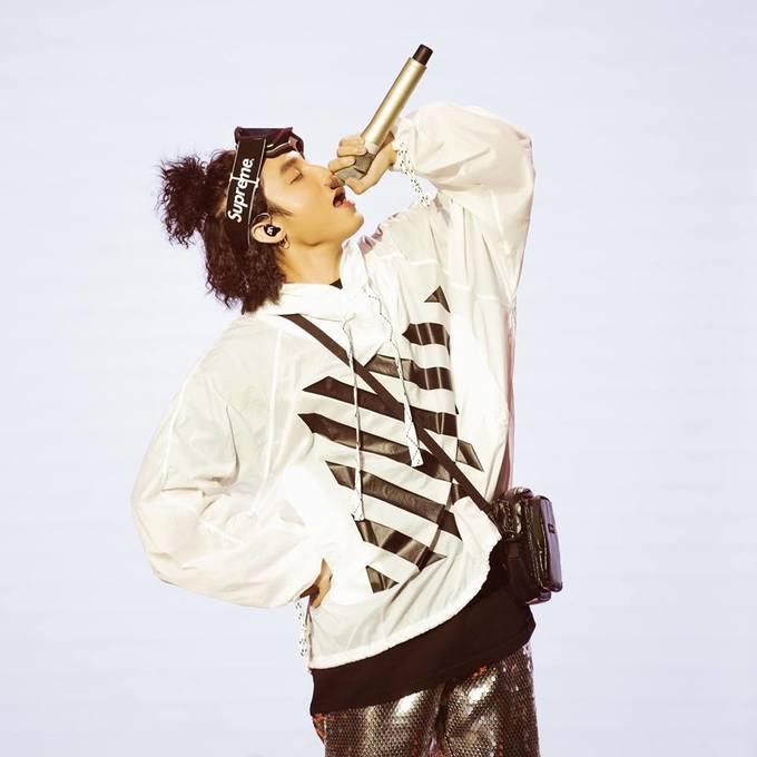 """<p> Nam ca sĩ đốt cháy sân khấu với loạt hit suốt thời gian qua như """"Chạy ngay đi"""", """"Lạc trôi""""...</p>"""
