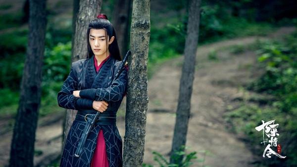 Tiêu Chiến đóng vai Ngụy Vô Tiện. Nam diễn viên sinh năm 1991, là thành viên nhóm nhạc X Nine, được biết đến qua phim Ôi! Hoàng đế bệ hạ của ta.