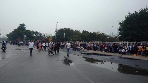 Báo Thái Lan ghi nhận hình ảnh cơn sốt vé ởViệt Nam.
