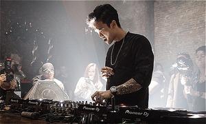 Touliver cùng dàn DJ 'quẩy' trong sự kiện EDM đầu tiên tại Việt Nam