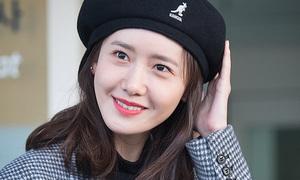 Yoon Ah, Kang Daniel khoe dáng chuẩn ở sân bay