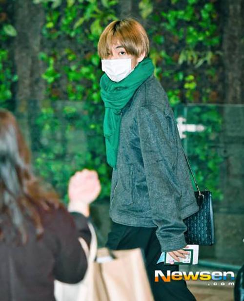 Yoon Ah tự tin khoe chân, Jung Kook gây khó hiểu với trang phục sân bay - page 2 - 4