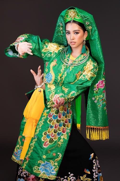 Năm nay Tiểu Vy được đích thân đạo diễn Hoàng Nhật Nam tư vấn cho tiết mục Cô đôi thượng ngàn trên nền nhạc thể hiện của ca nương Kiều Anh và dàn nghệ sĩ hát văn cùng dàn nhạc cụ dân tộc. Tiết mục mang đến sự tươi vui, rộn ràng.