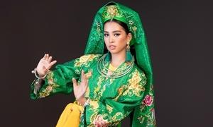 Tiểu Vy 'lên đồng' với nghệ thuật chầu văn ở Miss World