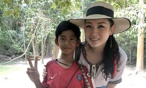 Cậu bé bán rong Campuchia nói 10 thứ tiếng