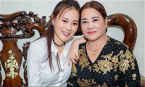 Mẹ Phương Oanh không dám khoe con gái là nữ chính 'Quỳnh Búp bê'