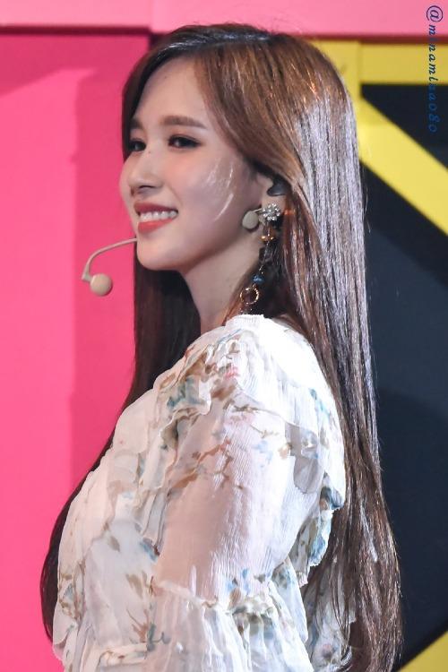 Góc nghiêng đẹp hoàn hảo của nữ ca sĩ đến từ Nhật Bản.