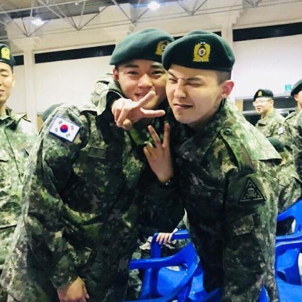 Nhờ việc sinh hoạt và tập luyện trong môi trường quân đội đầy nghiêm khắc, G-Dragon không còn là một anh chàng gầy gò ba bọc xương như trước. Cám ơn quân đội đã vỗ béo cho anh ấy. Mong anh hãy giữ gìn sức khỏe thật tốt, một fan bình luận.