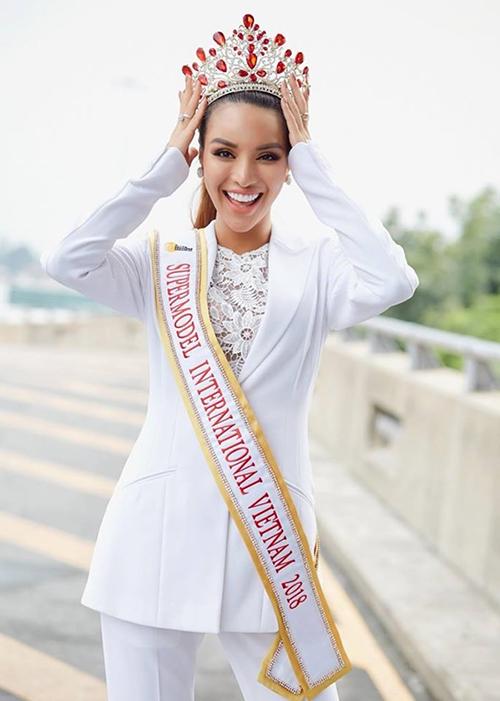 Sau những ngày thi đấu tại Thái Lan, Dương Nguyễn Khả Trang giành ngôi vị chiến thắngcuộc thi Siêu mẫu quốc tế 2018 được tổ chức tại Thái Lan