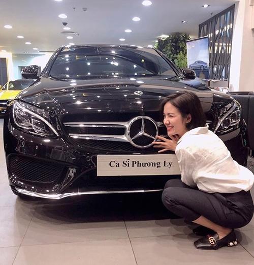 Chiếc xế hộp Phương Ly sắm hồi tháng 4thuộc dòng Mercedes C300 AMG 2018, có giá gần 2 tỷ đồng.