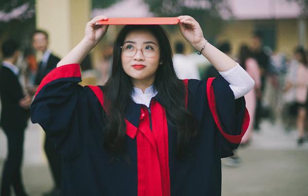 Trần Nguyễn Nga Huyền sở hữu gương mặt xinh như hotgirl.