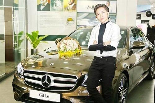 Hồi đầu tháng 2, Gil Lê cũng sắm cho mình chiếc xế hộp có giá hơn 2,7 tỷ đồng sau hơn 5 năm hoạt động trong làng giải trí.