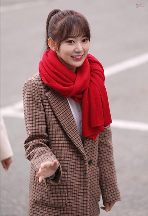 Người vượt mặt Tzuyu chính là Sakura - tân binh mới debut ở Kpop được vài tháng. Cô nàng có 17.916 lượt bình chọn. Thành viên IZONE có lượng fan quốc tế hùng hậu.