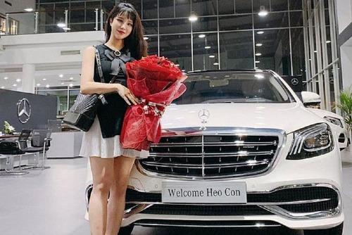 Trước ngày sinh nở, Diệp Lâm Anh được chồng tặng cho chiếc xe siêu sang Mercedes-Maybach S450 2018 chính hãng có giá hơn 7 tỷ đồng.