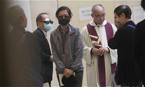 Gia đình khóc nghẹn trong lễ hỏa táng Lam Khiết Anh