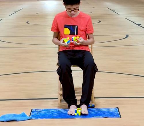 Que Jianyu, 13 tuổi vừa lập kỷ lục thế giới về giải rubik.