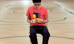 Cậu bé 13 tuổi lập hai kỷ lục Guinness thế giới về rubik