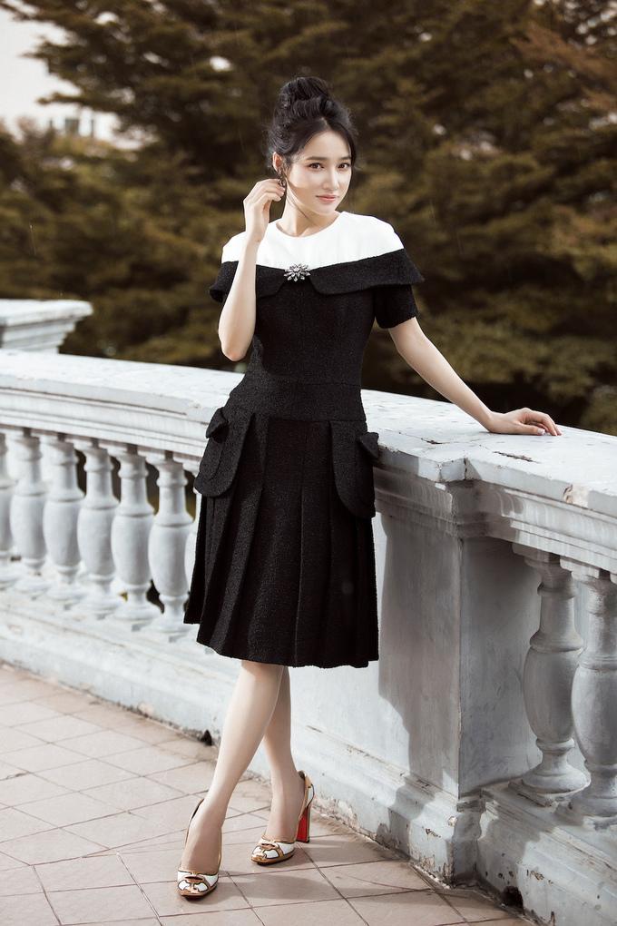 <p> Những bộ trang phục này được lấy cảm hứng từ các quý cô Paris, với phong cách đặc trưng là cổ điển, tinh tế, chỉn chu trong từng chi tiết.</p>