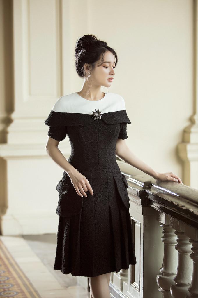<p> Nhà thiết kế ưu tiên chọn những phom dáng cơ bản như váy chữ A, váy cocktail, jacket và chân váy…</p>