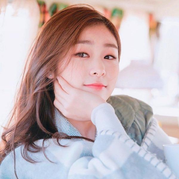 Ngày 14/11, một chủ đề trên Pann Nate nhận được nhiều sự quan tâm của netizen Hàn Quốc. Với chủ đề Người nổi tiếng có làn da tuyệt đẹp, các fan đã đưa ra một loạt cái tên xứng đáng nhất vào danh sách.