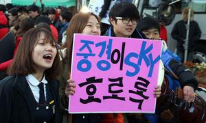 Sĩ tử Hàn thi đại học: Căng thẳng, khốc liệt chẳng kém gì Việt Nam