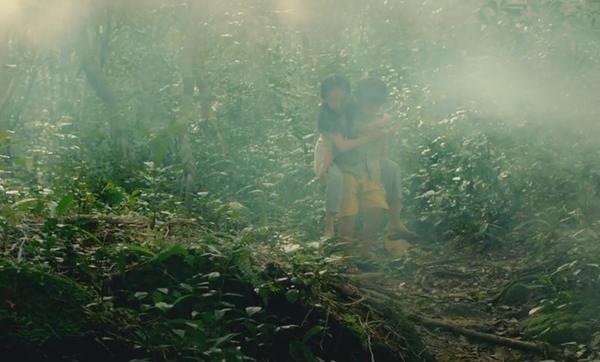 Hành trình đi tìm cỏ bốn lá của hai chị em nhà nghèo.