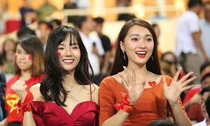 Ngọc Nữ trực tiếp đi cổ vũ cho 'bạn trai tin đồn' Phan Văn Đức
