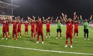 Tuyển Việt Nam mừng chiến thắng trước Malaysia bằng điệu Viking quen thuộc