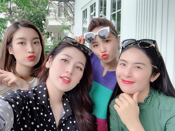 Á hậu Dương Tú Anh hẹn hò tụ tập cùng hội chị em toàn người đẹp.